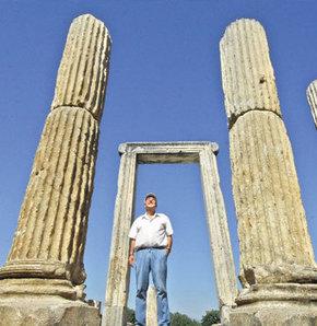 2400 yıl sonra ayağa kalkıyor