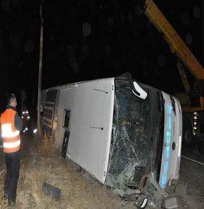 Yolcu otobüsü devrildi: 2 ölü, 38 yaralı