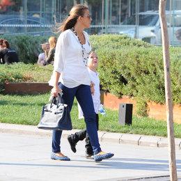 Oğluyla yürüyüşte...