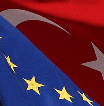 Yeni anayasaya destek, Gül'e övgü