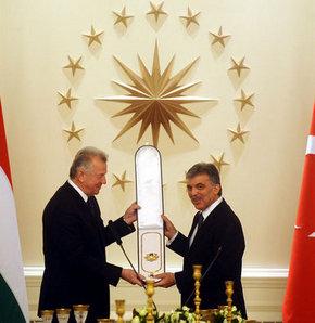 Gül'e Macaristan devlet nişanı