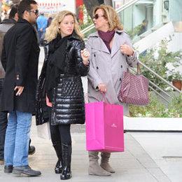 Geliniyle alışverişe çıktı