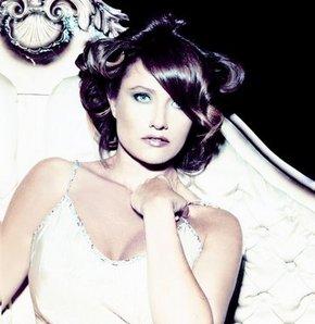 Hilal Cebeci yeni şarkısını Twitter'da patlaştı