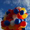 Kuzey Kore'ye broşür dolu dev balonlar uçurdular