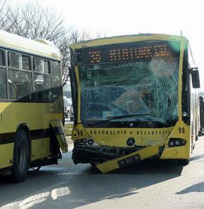 İki belediye otobüsü çarpıştı: 12 yaralı