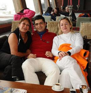 Ahu Aysal, kızı Ceyla Aysal ve sevgilisi Mehmet Kırklar tatilde