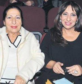 Melek Baykal, annesine çok benziyor