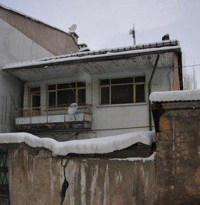 Sivas'ta bıçaklı kavga:1 ölü 2 yaralı