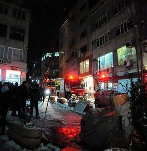Korkutan yangın- İstanbul, Fatih, yangın, ayakkabı imalathanesi, duman zehirlenmesi