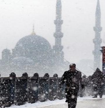 Kar yeniden İstanbul'da!