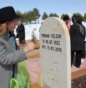 Turhan Selçuk mezarı başında anıldı