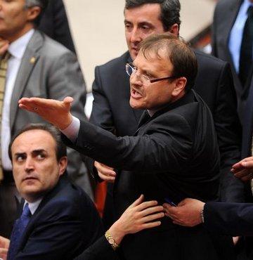 AK Parti'li Çavuşoğlu'ndan 'küfür' açıklaması