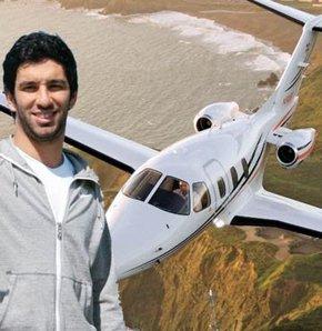 Arda Turan reklam için özel jetle İstanbul'a geldi