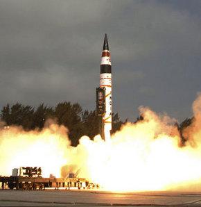 Hindistan Çin'in menzili içine alan AGni 5 füzesini başarıyla denedi