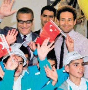 Mehmet Ali Erbil Vanlı öğrencilerle birlikte