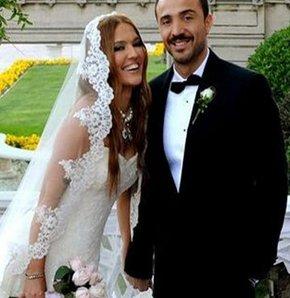 Demet Akalın'ın Okan Kurt'la düğünü Twitter'ın yıldızı oldu
