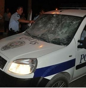 Diyarbakır'da saldırı, Polise silahlı saldırı, Diyarbakır'da polis otosuna ateş açıldı