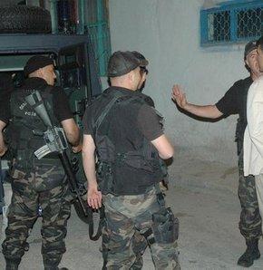 Polise taşlı saldırı: 15 gözaltı