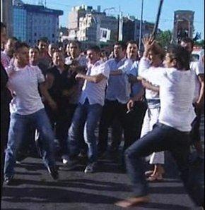 Taksim meydanı'nda taksici dehşeti, TAKSİMİN GÖBEĞİNDE KAVGA, TAKSİCİLERİN SOPALI DEMİR ÇUBUKLU KAVGASI