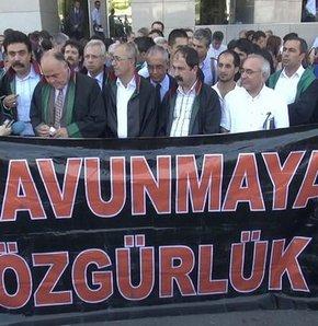 KCK duruşması eylemle başladı, KCK DAVASI, İKİNCİ KCK DAVASI, İSTANBUL