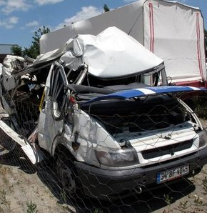Ağrı'da katliam gibi trafik kazası, AĞRI, TRAFİK KAZASI, 13 ÖLÜ