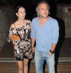 Oyuncu Barış Falay'ın eşi oyuncu Esra Ronabar, 34'üncü yaşını dostlarının da katıldığı bir partiyle kutladı.