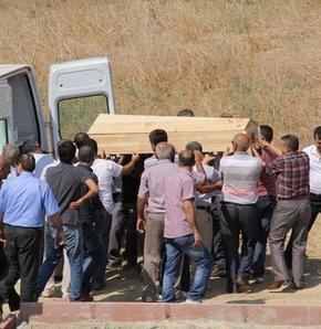 Hakkari'de 8 askerin şehit olduğu çatışmada ölü ele geçirilen ve otopsi yapılmak üzere gönderildikleri Adana Adli Tıp Kurumu'nda başvuru olmayınca belediye görevlilerince gömülen 2 PKK'lı teröristin DNA ile kimlikleri belirlenince mezarları açılıp aileler