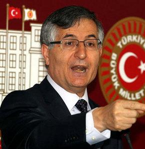Balyoz Davası'nda jandarma duruşmayı izleyen MHP Milletvekili Özcan Yeniçeri hakkında 'Bu mahkemeden bir b.k olmaz' dediği gerekçesiyle tutunak tuttu.