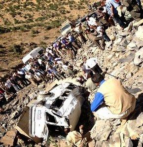 Şırnak'ın Uludere İlçesi'ne bağlı Gülyazı köyünde üs bölgesinden alaya dönen askerleri taşıyan sivil plakalı bir minibüsün şarampole yuvarlanması sonucu ilk belirlemelere göre 5 asker ile 1 korucu şehit oldu, 7 asker ise yaralandı.