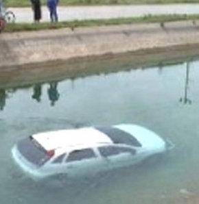 Antalya'nın Serik ilçesinde bir otomobilin sulama kanalına devrilmesi sonucu aynı aileden 3'ü çocuk 4 kişi boğularak can verdi.