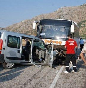 Isparta'da feci trafik kazası: 2 ölü 20 yaralı
