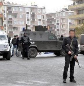 Van Emniyet Müdürlüğü ekipleri, PKK'nın şehir yapılanması KCK'ya yönelik düzenlediği eş zamanlı operasyonda 4 kişiyi gözaltına aldı.