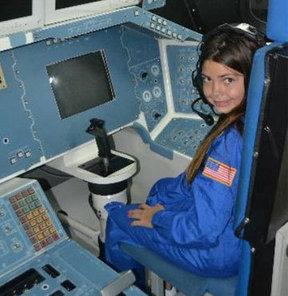 11 yaşındaki kızı Mars'a göndermek için eğitiyorlar
