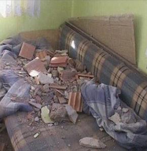 Patlamanın yaşandığı kışlanın, yaklaşık 7 kilometre uzağındaki Kanlıca Mahallesi'nde evlerin duvarları yıkıldı, arabalar parçalandı, çok sayıda patlamamış el bombası bulundu.