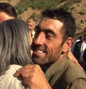 Vekillerle kucaklaşan o PKK'lıyı görevden almışlar