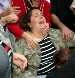 Afyonkarahisar'da şehit olan Uzman Çavuş Cüneyt Akkuş'un ailesi şehitlerinin naaşını alamadan döndüler