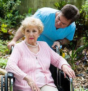 Alzheimerlılar özel ellerde