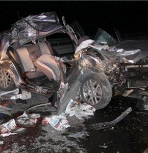 Ankara'da bir saat arayla meydana gelen iki ayrı trafik kazasında 8 kişi yaralandı.
