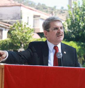 CHP İzmir Milletvekili Aytun Çıray, Bayındır Zeytinliova'da Şehit Jandarma Astsubay Erdal Canbulat'ın 1. ölüm yıldönümü nedeniyle düzenlenen törende vatandaşlara seslendi.