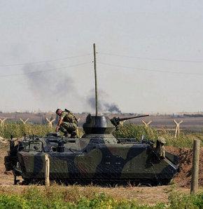 Şanlıurfa'nın Akçakale İlçesi karşısında bulunan Suriye'nin Telebyat kasabasına Esad güçleri toplarla saldırdı
