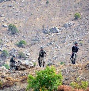 Tunceli'nin Hozat İlçesi'nde Yüceldi Jandarma Karakoluna kamyonla eylem yapmak isteyen bir grup PKK'lı, baskınla ilgili önceden ihbar alan güvenlik güçlerince etkisiz hale getirildi...