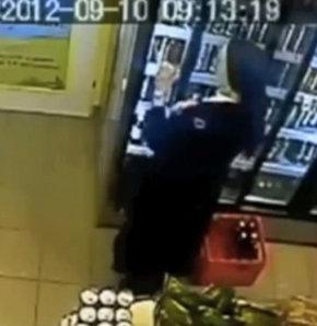 Bir rahibenin bir süpermarketteki bu görüntüleri dünyanın önde gelen gazetelerine haber oldu