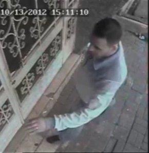 Bahçelievler'de üniversite öğrencisi genç kızı tecavüz edip öldürdüğü öne sürülen katil zanlısı Cem K.'nın binaya giriş ve çıkışı, binanın güvenlik kamerasınca saniye saniye kaydedildi.