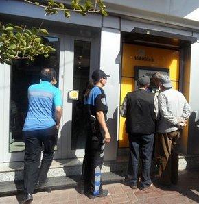 Konya'da 59 yaşındaki bir adam, telefonda kendisini başkomiser-savcı olarak tanıtan kişilerin talimatıyla kredi çekip parayı dolandırıcıların hesabına yatırdı.