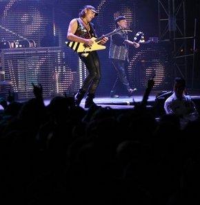 Rock müziğin efsane grubu Scorpions, İzmir'de konser verdi