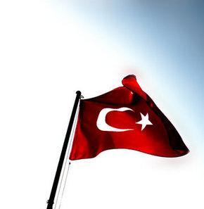 Güney Kıbrıs'ta Türk Bayrağı krizi