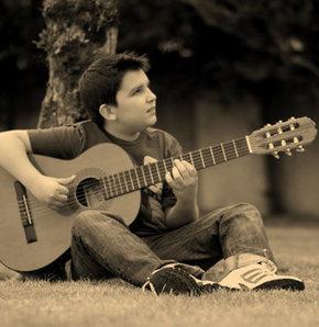 Genç gitar virtüözü Varady Türkiye'de