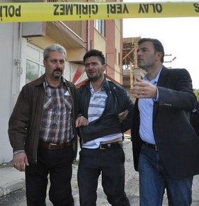 Eskişehir'de yakalama kararı bulunan baba üç yaşındaki kızını kendine siper ederek polise 12 saat direndi.