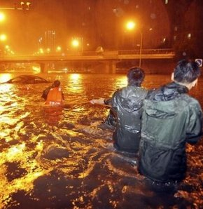 Sel sularına kapılan otobüs yolcularına uzun süre yardım edilemedi