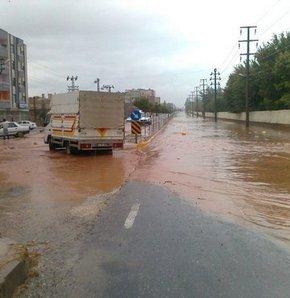 Silvan'da sağanak yağış